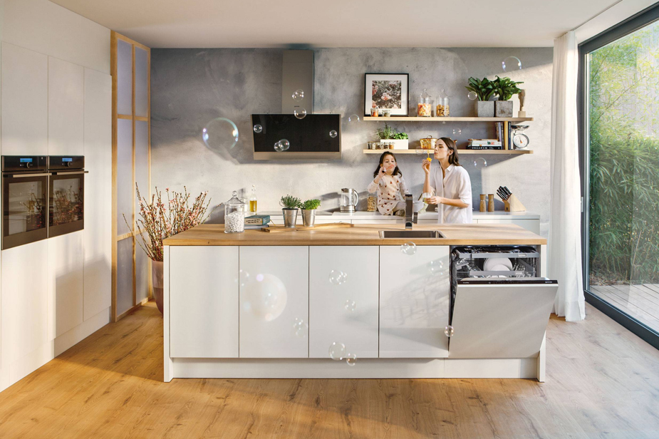 Pomivalni stroj Gorenje SmartFlex v sodobni kuhinji