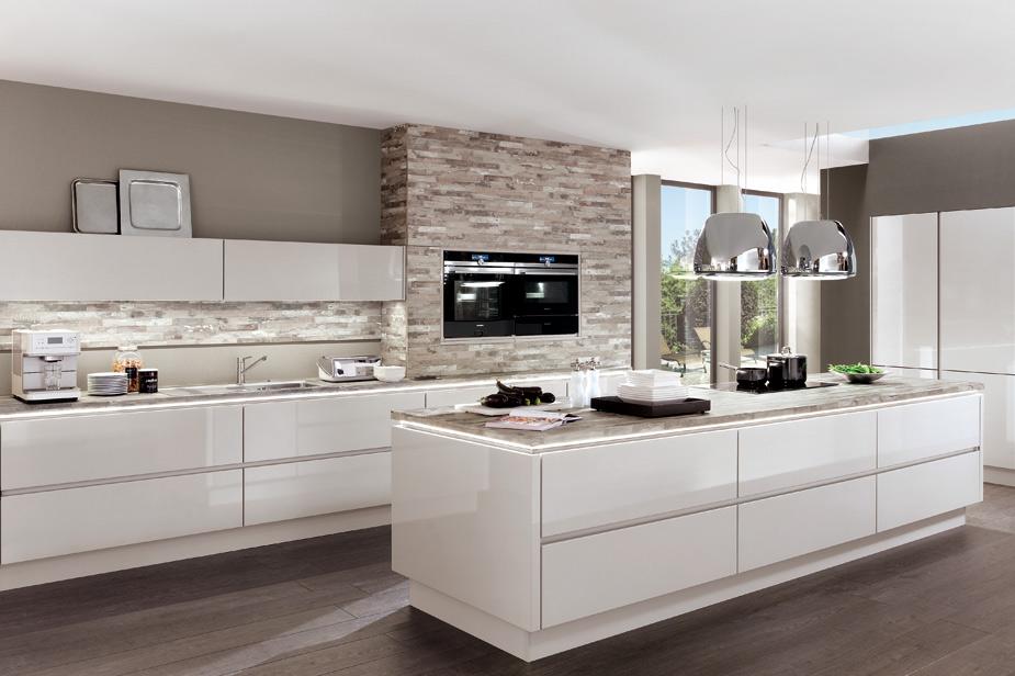 Kuhinja dKüchen v beli barvi lak