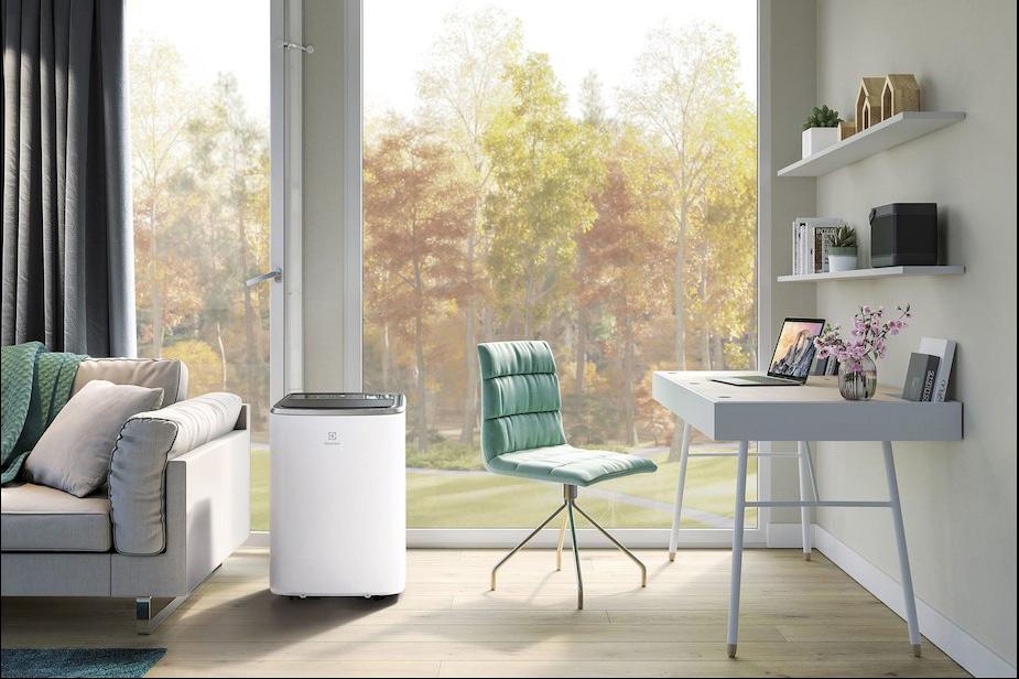 Prenosna klima Electrolux v beli barvi
