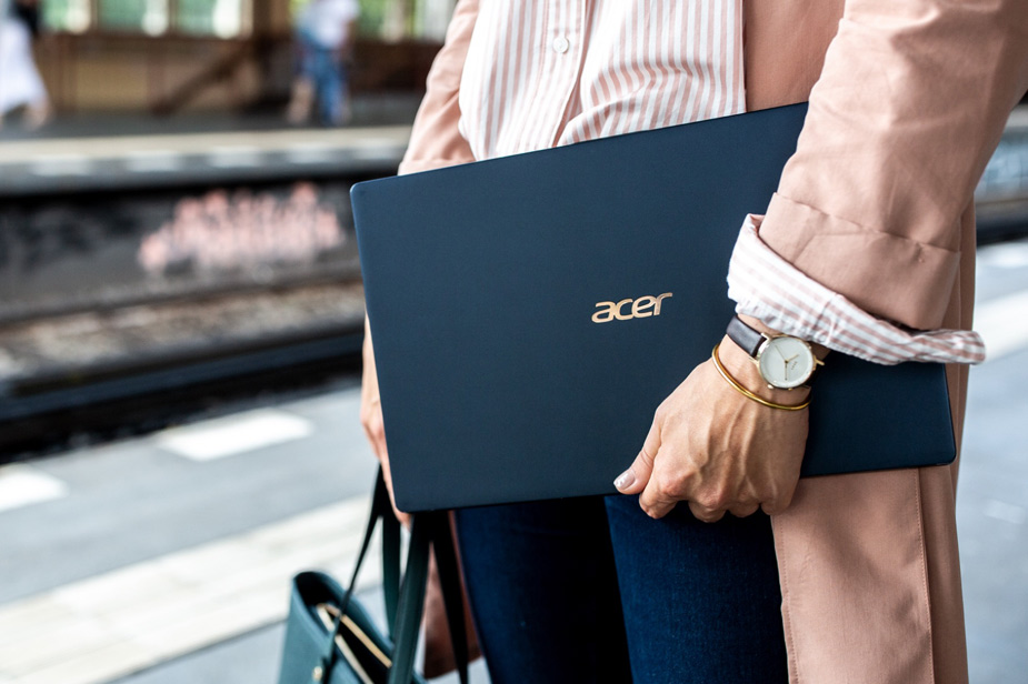 Acer Swift 5 prenosnik ohišje temno modre barve