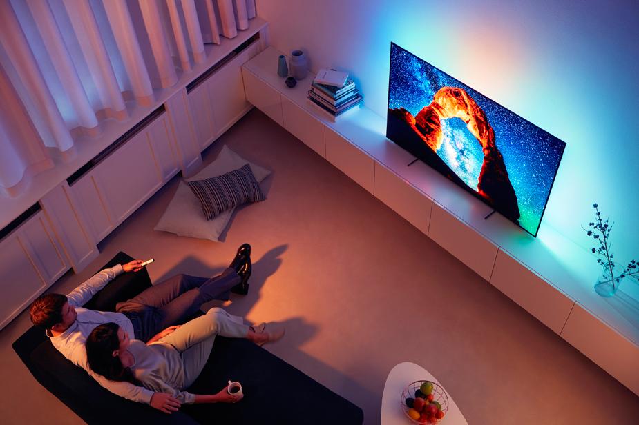 Televizor Philips v dnevni sobi