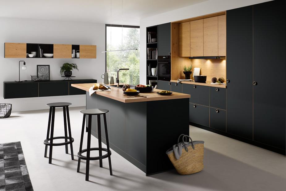 Kuhinja po meri Schüller v rjavi in črni