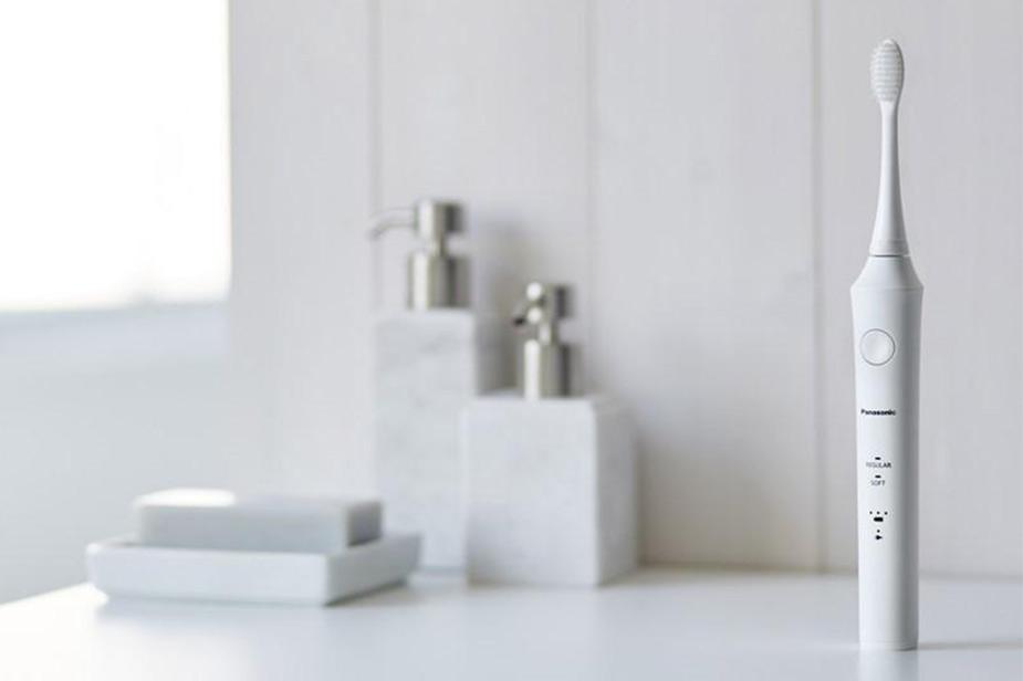 Panasonic električna zobna ščetka bele barve