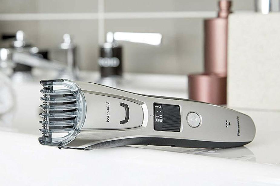 Panasonic moški brivnik na umivalniku