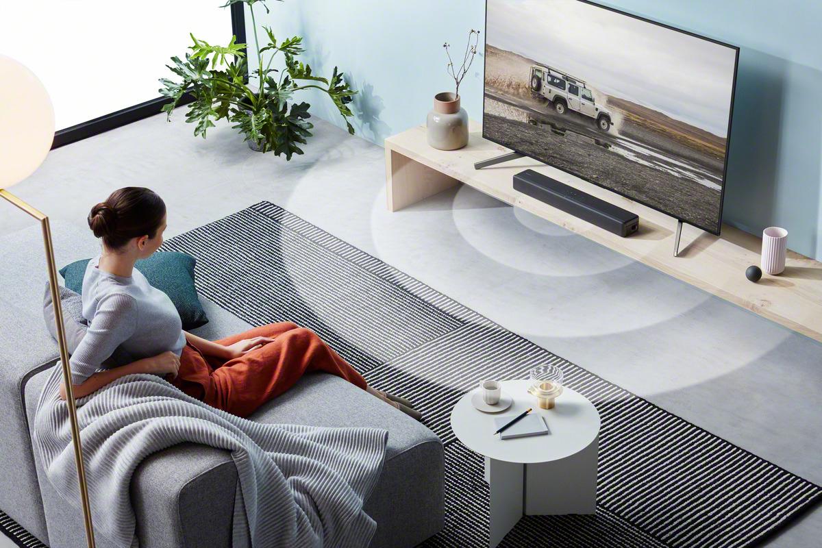 Soundbar zvočnik prostorski zvok v dnevni sobi