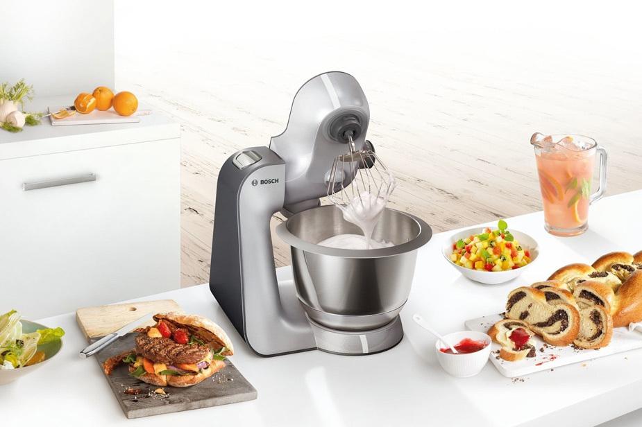 Kuhinjski robot Bosch Mum na kuhinjskem pultu